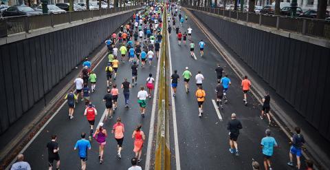 street marathon runners